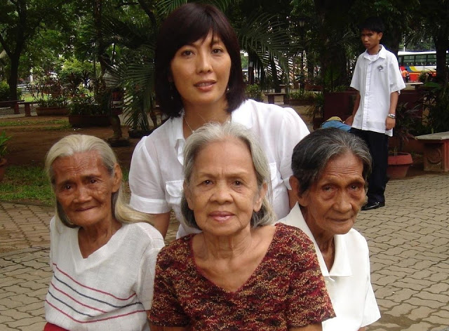 "author M. Evelina Galang with three of her ""lolas."