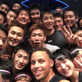 Steph Curry with fans in Tokyo